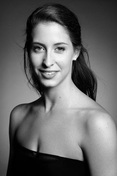 Headshot of the dancer Éléonore Thomas