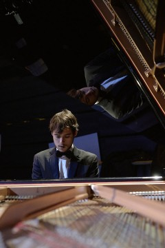 Nicolas Ellis, conductor and pianist playing for Les Grands Ballets Canadiens