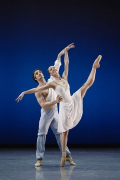 Les Grands Ballets - Le Talisman - Photo: Sasha Onyshchenko | Dancers: Rachele Buriassi and Esnel Ramos