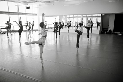 Open class : access to our dancers' daily class!