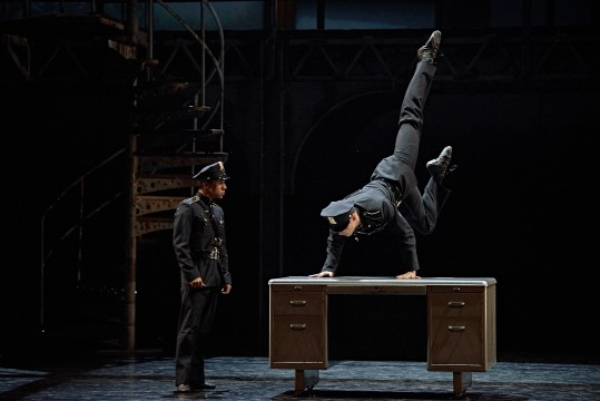 The dancers Chen Sheng and André Santos in Vendetta